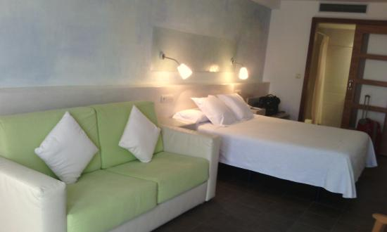 Carmen Hotel : Dormitorio