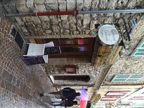 Les lavandes : De voorkant van het restaurant