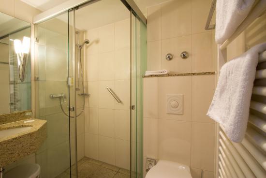 Badezimmer Standard Einzelzimmer - Bild von Hotel Kaiserhof, Münster ...