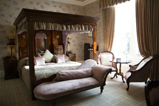 The Dunstane Hotel Room 2 Traditional Four Poster Bed