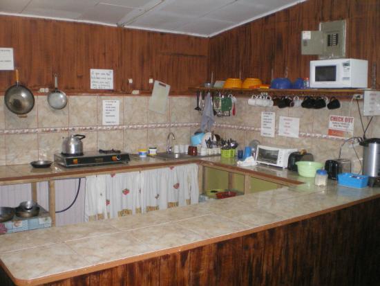 Cabinas and Hotel Vista Al Golfo: Cocina Comedor