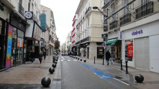 Rue d'Antibes: charming street