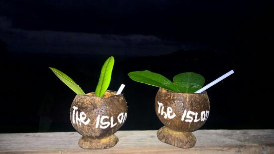 Islet View Restaurant and Bar: Cocktail-coconut-pot