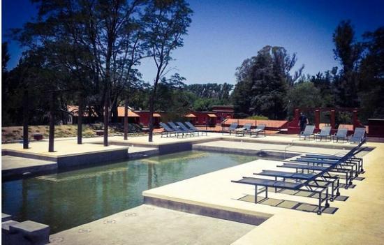 Hotel Patios del Durazno: Piscina y Solarium