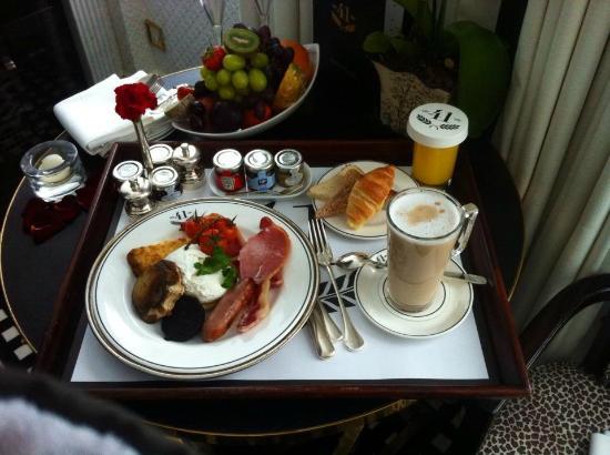 Hotel 41: Breakfast in the room