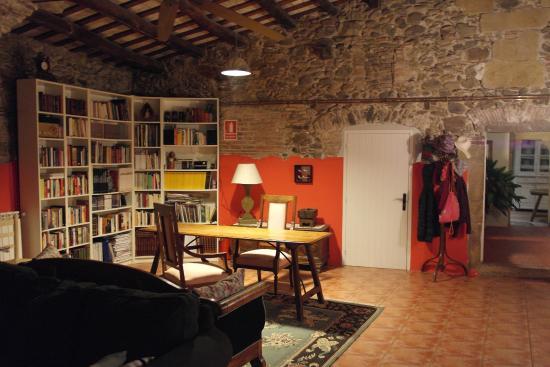 Mas Masaller: Lounge Area