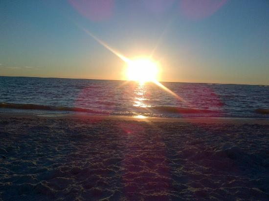 Greenhouse Grill: Sunset in Sanibel