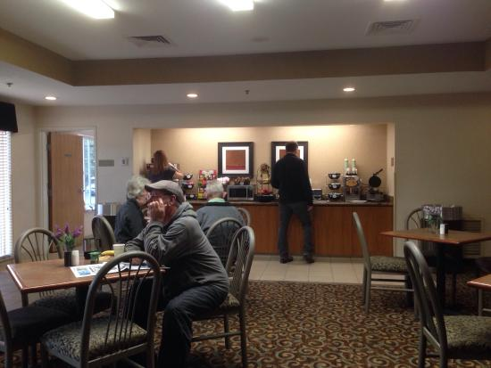 Best Western Plus Gateway Inn & Suites: Breakfast.