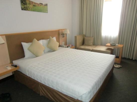 Liberty Hotel Saigon Parkview : chambre