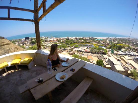 Kon Tiki Bungalows: Lunch with a view!