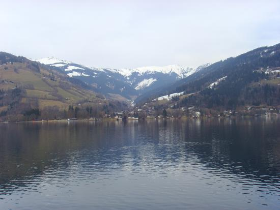 Hotel Grüner Baum: Not the hotel but the lake 2 mins away looking great even in the cloud