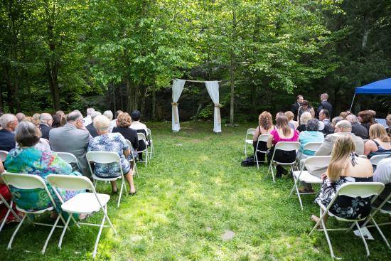 """Oliverea, estado de Nueva York: Ceremony location """"Lower Grove"""""""