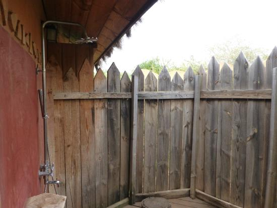 Escarpment Luxury Lodge: Outside Shower