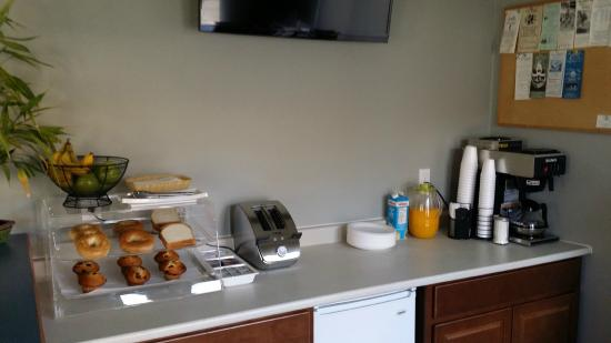Wellington Inn: Continental Breakfast