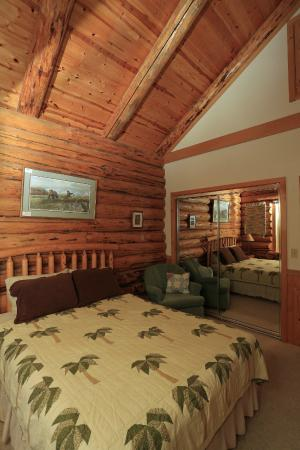 DiamondStone Guest Lodges: master bedroom
