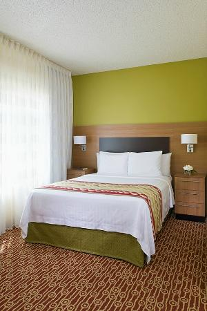 TownePlace Suites Houston Central/Northwest Freeway: Guestroom