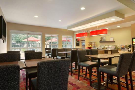 TownePlace Suites Houston Central/Northwest Freeway: Breakfast Area