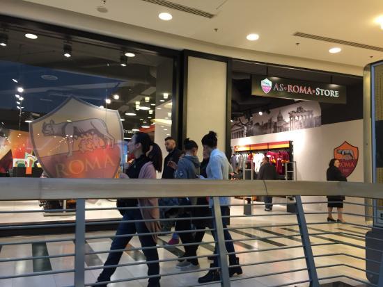 As roma store di romaest picture of centro commerciale for Centro convenienza arredi roma est