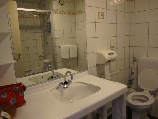Badkamer - Picture of Hotel Spaander, Volendam - TripAdvisor