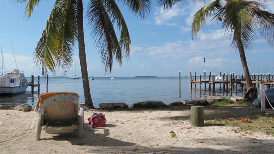 Bay Cove Motel : Private beach