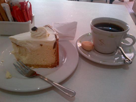 ferrucci classical bakery: Thank u Londeka for amazing service n friendliness...i loved the cheesecake she suggested. Ferru