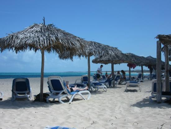 Melia Cayo Santa Maria: Plage et palapas