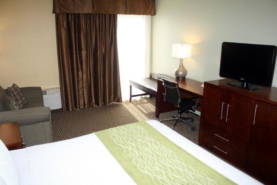 Comfort Inn Plymouth: King Guest Room with Sofabed