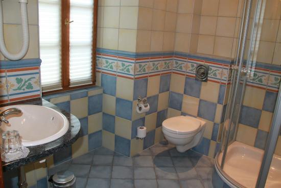 Les Magnolias: En suite bathroom