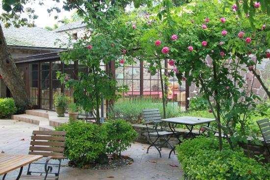 Les Magnolias: Magnolia terrace