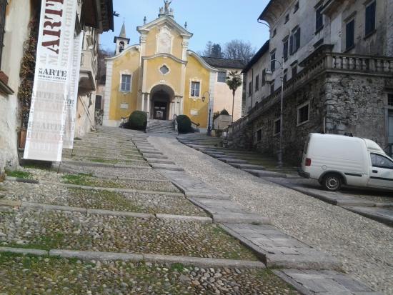 Orta San Giulio, Italia: Orta - la chiesa parrocchiale di Santa Maria Assunta