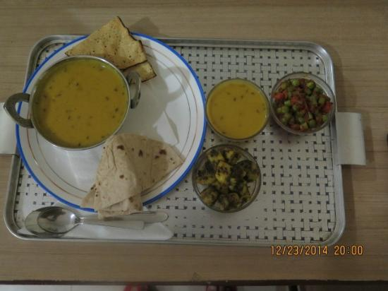Check In Check Out : Decent veg thaali