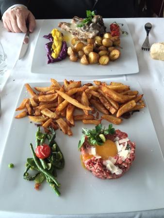 La Table de l'Hippodrome du Bouscat : Plats du jour  - Côté de veau - Tartare italien