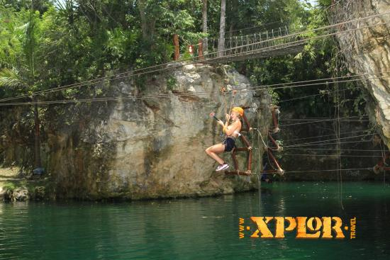 Parque Xplor: Zip line into the water