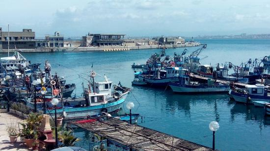 Le Dauphin: Great view over fishermen port.