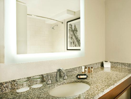 Sheraton Boston Hotel: Deluxe Guestroom Bathroom