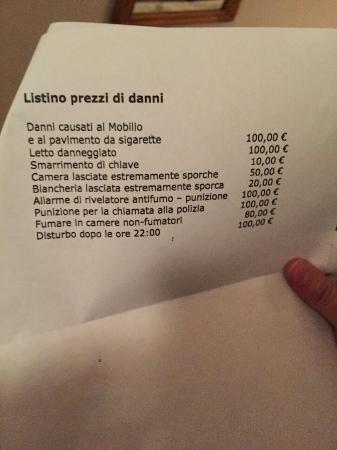 Appart Hotel Tassilo: La lista di regole assurde dell' hotel.