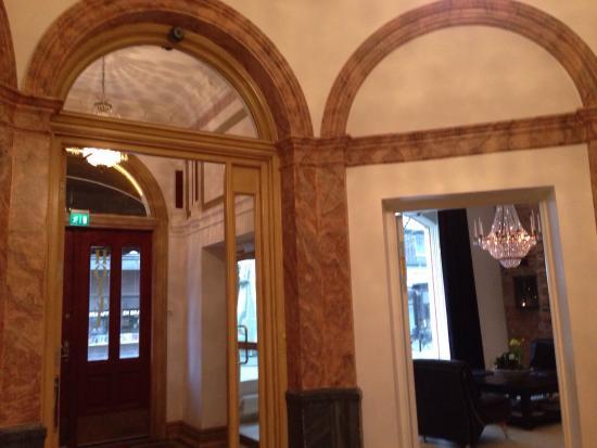 Hotel Hjalmar: Nice entry hall