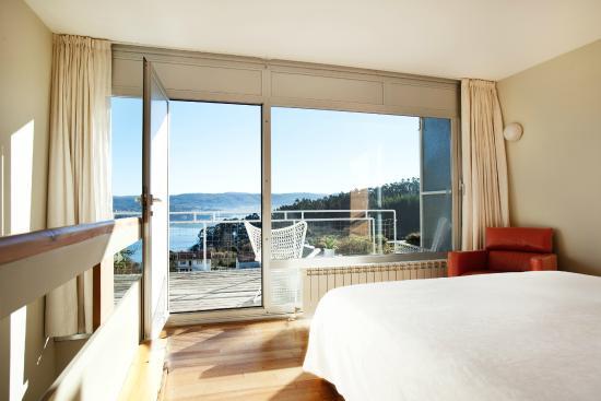 Hotel A Miranda : Dormitorio y terraza de la Duplex Suite