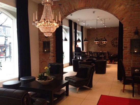 Hotel Hjalmar: Lobby and bar
