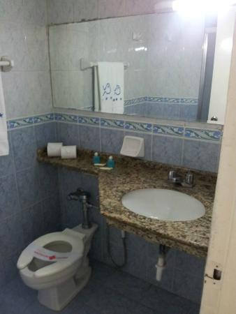 Las Quince Letras Hotel: Baño.