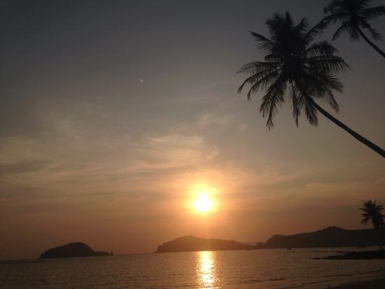 Monkey Island Resort: Great sunsets from the resorts