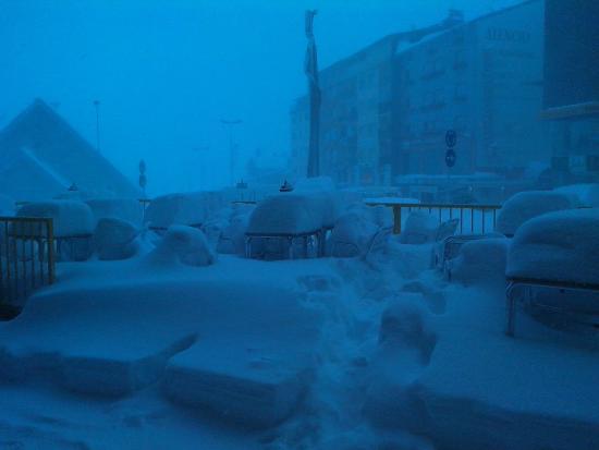 Hotel Pic Mari : Terraço do hotel - 300 mt das pistas de esqui