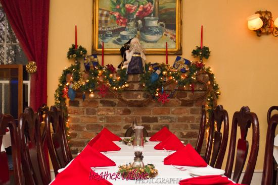 Coopers Landing Inn & Traveler's Tavern: The perfect place form Holiday dining