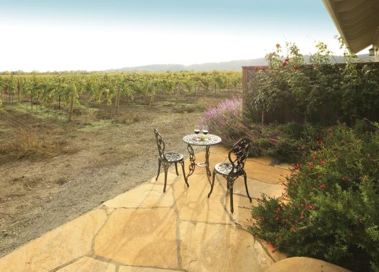 deLorimier Winery & Vineyard Lodging: Suites - Back patio