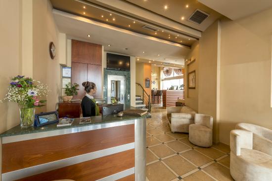 Lakonia Hotel : Reception desk