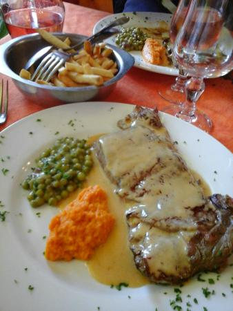 Restaurant du Grand-mont: steak sauce au Beaufort avec légumes et frites