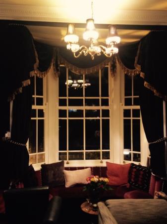 Lle Hari: stunning window seat