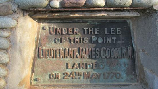 ‪Lieutenant James Cook Monument Cairn‬