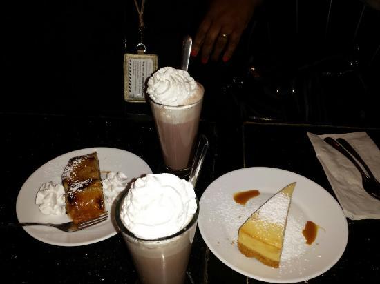 Sambuca's Cafe & Desserts : Hot Chocolate,  cheesecake