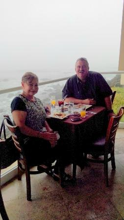 Las Olas Resort & Spa: Sunday Brunch at the Restaurant Los Cristales on the water
